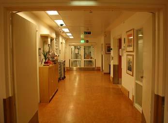 Her kjørte de Sandra inn til operasjonen. Et av de vanskeligste øyeblikkene for meg. T.o.m. sykepleieren vår gråt nå pga meg.