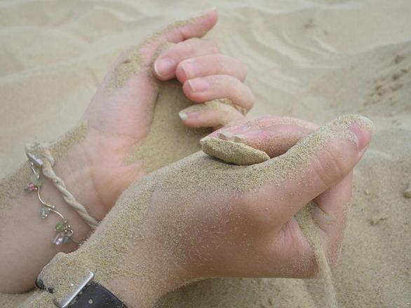 hands-sand-1314872