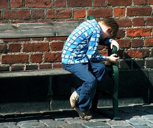 De voksne rundt dette barnet har ansvaret for å se han, og for å lære han empati.